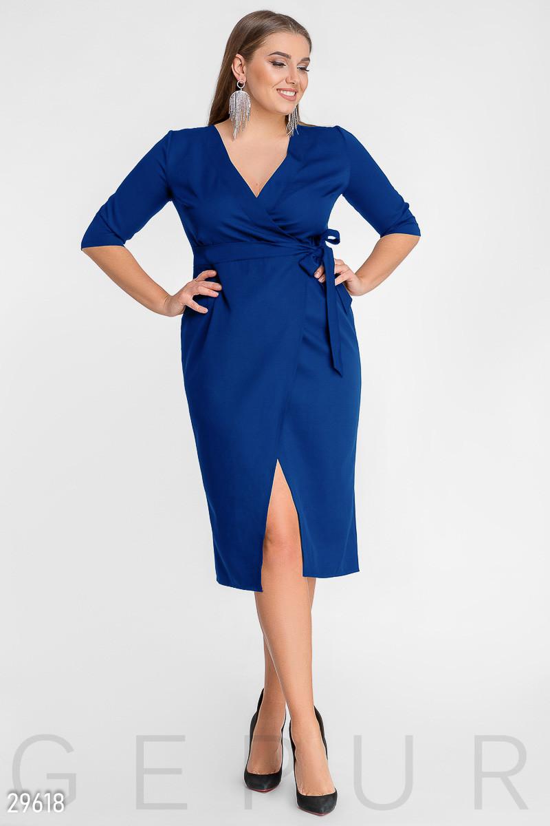 Синее платье на запах большого размера с завышенной талией