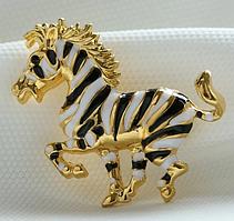 Брошка конь