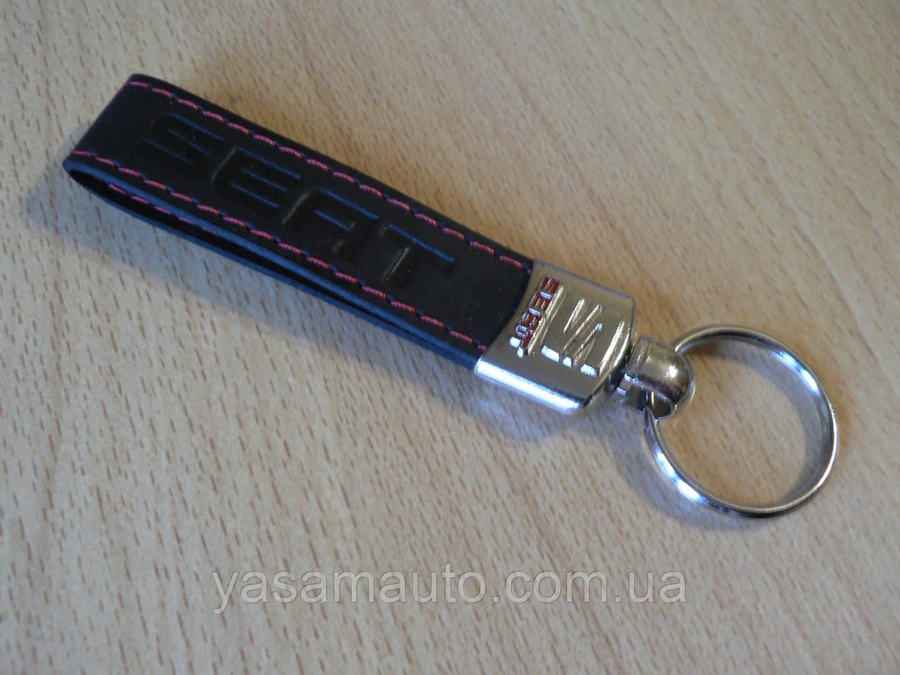 Брелок хлястик Seat 117мм черный логотип красный эмблема Сеат автомобильный на авто ключи коже заменитель