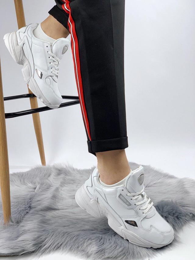 Женские кожаные кроссовки Adidas Falcon White фото