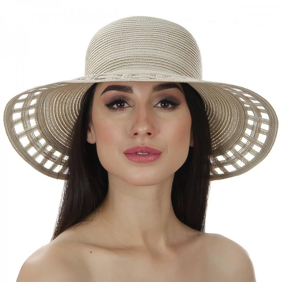 Бежевая шляпа с перфорированым полем