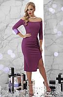 Нарядное платье миди по фигуре с открытыми плечами драпировкой и разрезом Амелия д/р темно-сиреневое