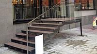 Монтаж лестницы со стеклянным ограждением