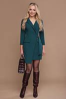 Женское базовое деловое классическое короткое платье-пиджак на запах с отложным воротником Полина д/р изумрудное