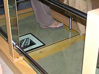 Стеклянный пол. Монтаж стеклянного пола на деревянную конструкцию.