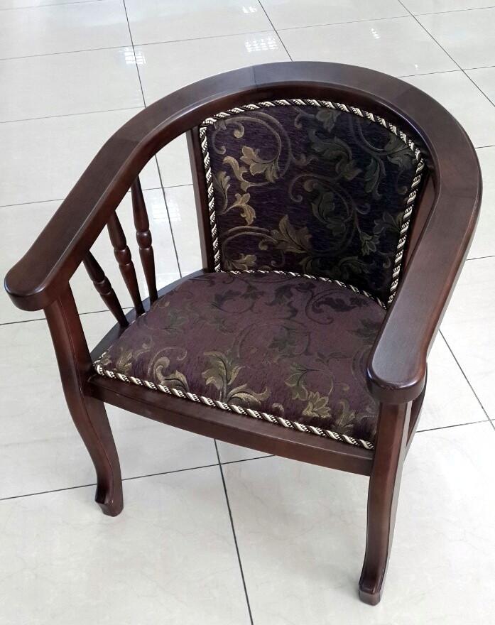 Кресло с деревянными подлокотниками Берн