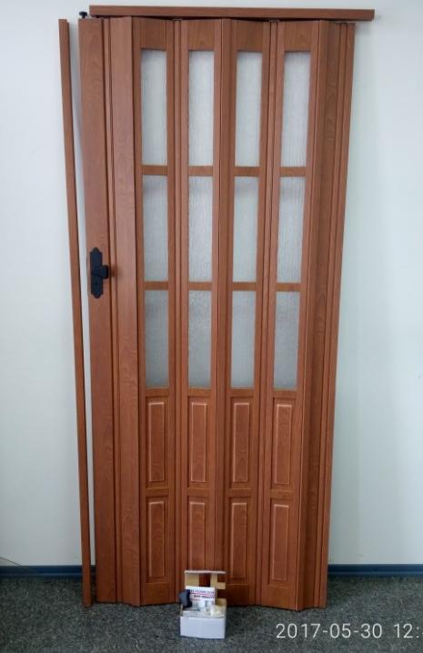 Дверь гармошка полуостекленная 860х2030х12мм. Вишня CL (806)