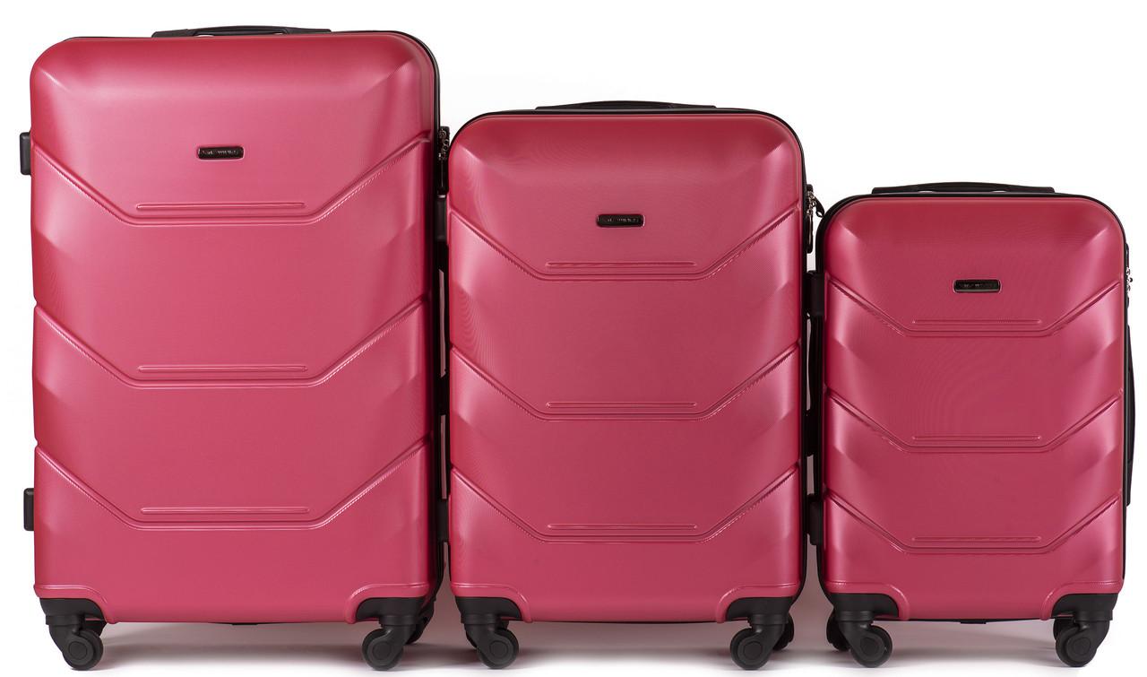 Комплект пластиковых чемоданов Wings 147-3 на 4 колесах