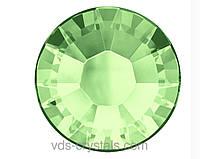 Стрази Сваровскі (Swarovski) клейові холодної фіксації 2058 Chrysolite F (238)
