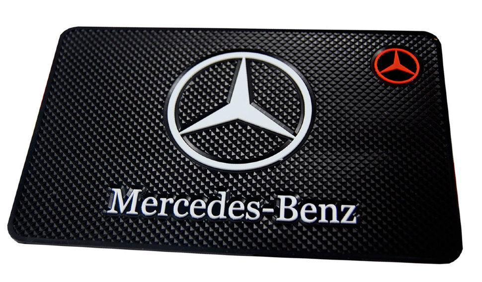 Противоскользящий коврик на панель Mercedes-Benz