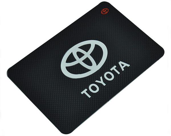 Противоскользящий коврик на панель Toyota