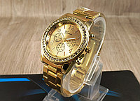 """Женские классические наручные часы """"Geneva"""" на золотом браслете с камушками (кварцевые)"""