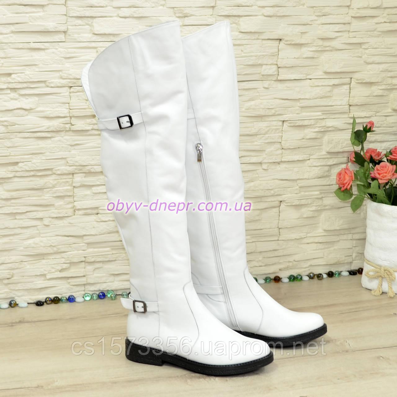 Ботфорти шкіряні білі туфлі на товстій підошві, декоровані ремінцями