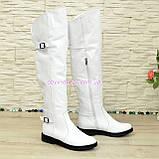 Ботфорти шкіряні білі туфлі на товстій підошві, декоровані ремінцями, фото 4
