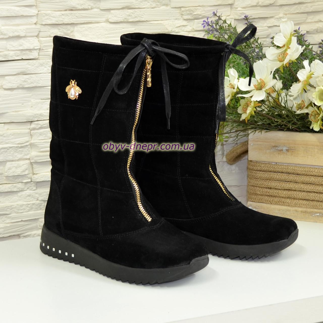 Чоботи замшеві зимові на товстій підошві, декоровані фурнітурою, колір чорний