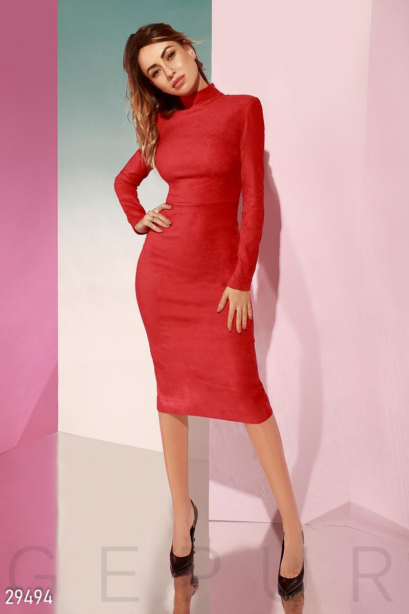 Красивое платье средней длины облегающее замшевое с длинным рукавом ярко красное