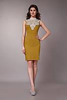 Нарядное женское платье с кружевным воротником