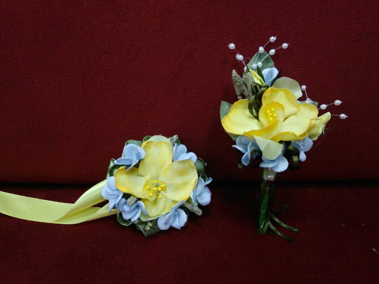 Весільні бутоньєрки (бутоньєрка на піджак і квітковий браслет) жовто-блакитні патріотичні