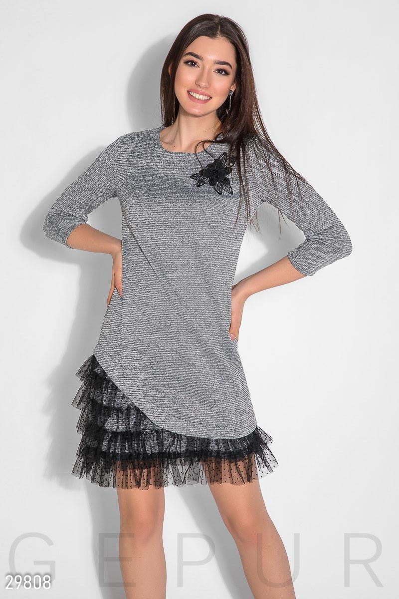 Асиметричне трикотажне плаття з оборками на подолі