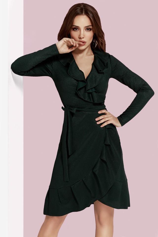 Темно-зеленое платье с запахом