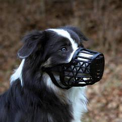 Намордник Trixie Muzzle для собак пластиковый M, обхват морды 22 см