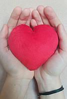 Красное плюшевое сердце ручной работы