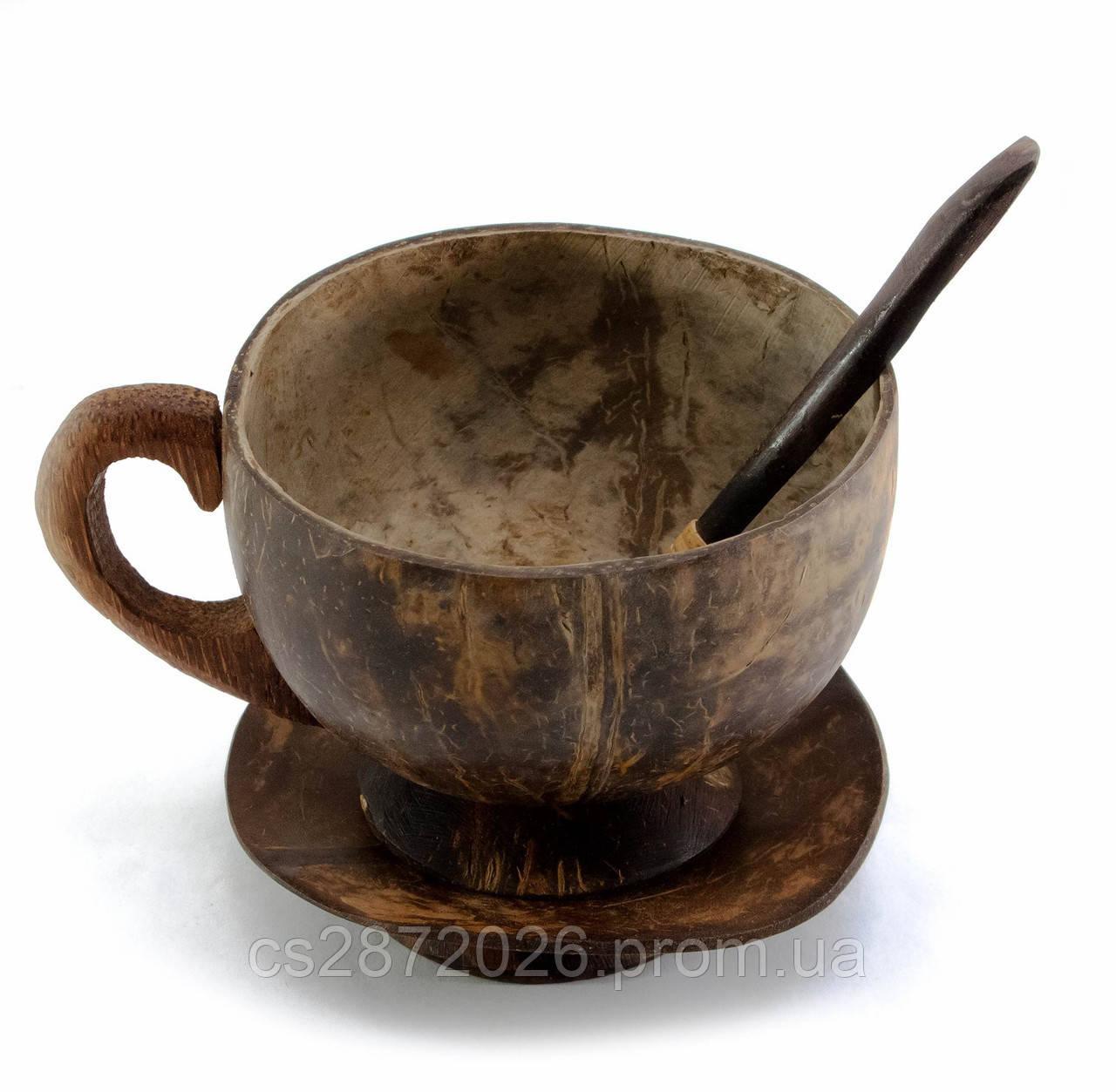 Чашка с блюдцем и ложкой из кокоса