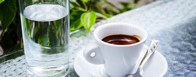 как пить и правильно подавать кофе с солью