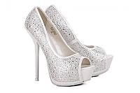 Туфли свадебные женские на каблуке в стразах сваровки