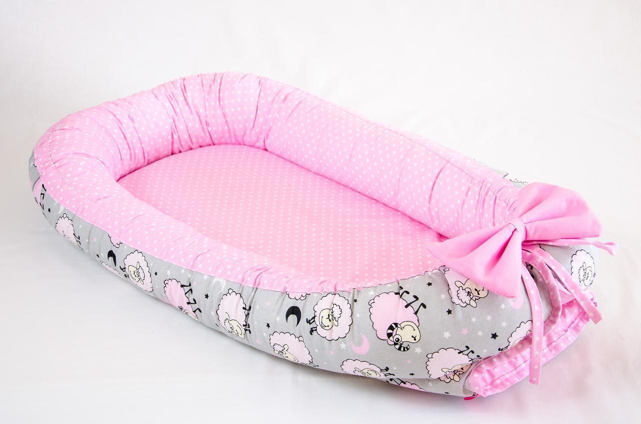 Кокон – гнездышко позиционер для новорожденных Розовые барашки 50х80см