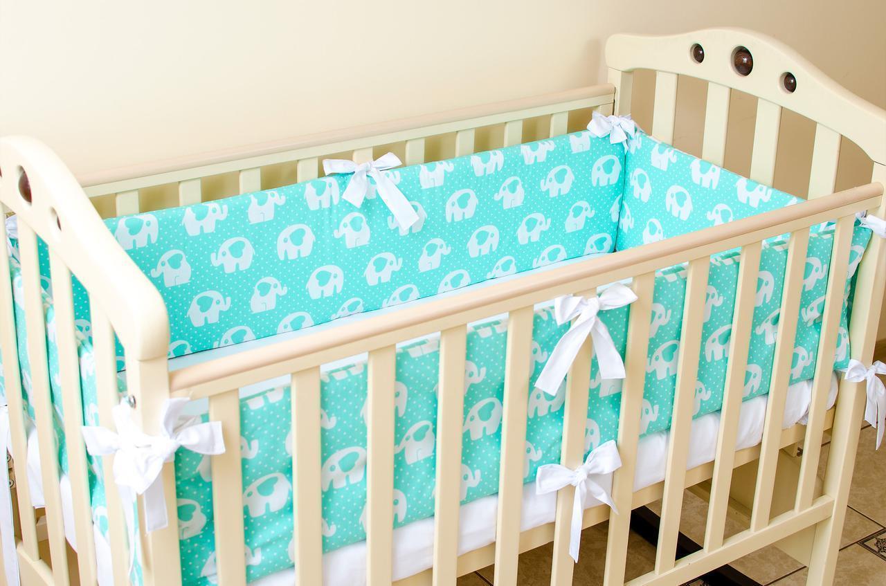 Бортики в детскую кроватку   Мятные слоники 360см х 27см