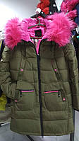 Яскравий молодіжний пуховик - парка Covily 17-09, хакі із рожевим хутром