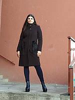 Теплое кашемировое пальто с мехом на карманах, коричневое