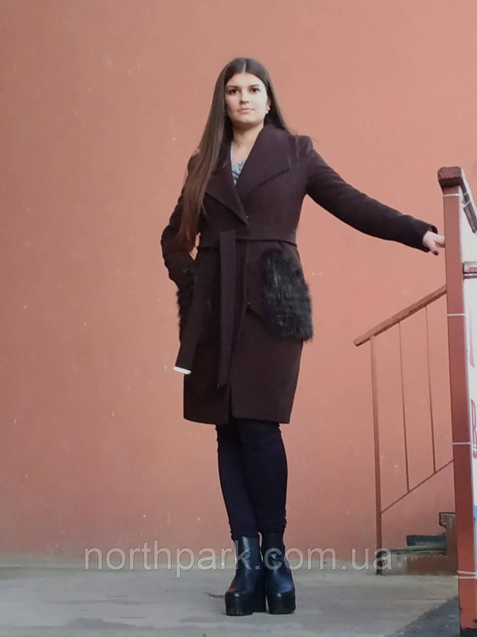 Модное теплое кашемировое пальто с мехом на карманах, коричневое