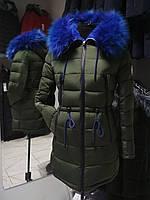 Яскравий молодіжний пуховик - парка Covily 17-13, хакі з синім хутром, розмір 2XL, фото 1