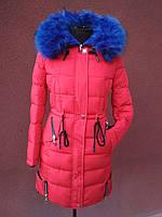 Яскравий молодіжний пуховик - парка Covily 17-16, червоний із синім хутром, розмір XL, фото 1