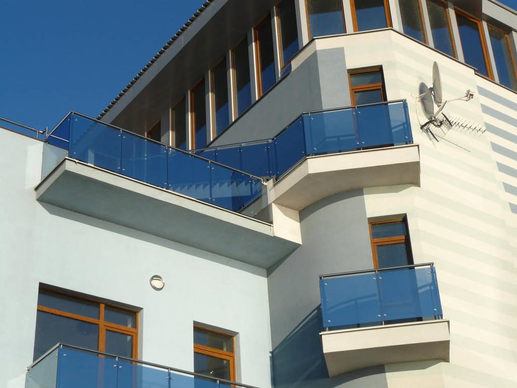 Работа по ограждению лестницы, террас, балконов.