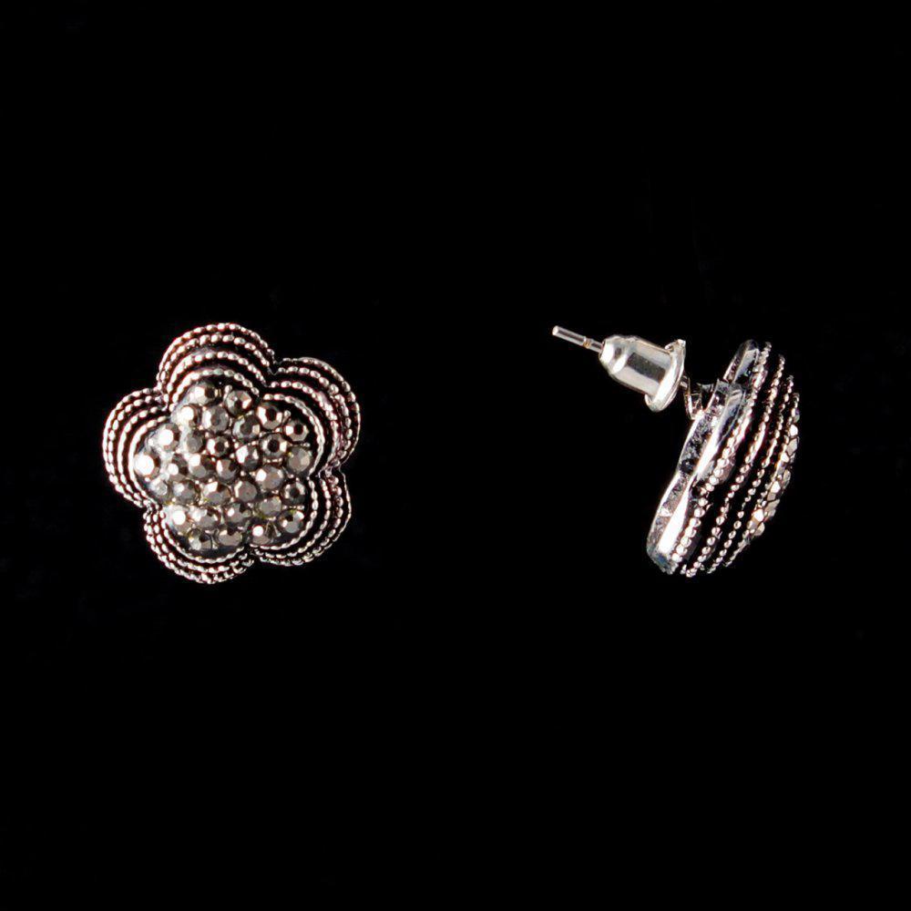Серьги-пусеты Ромашка, темные стразы, металл под серебро, 17мм
