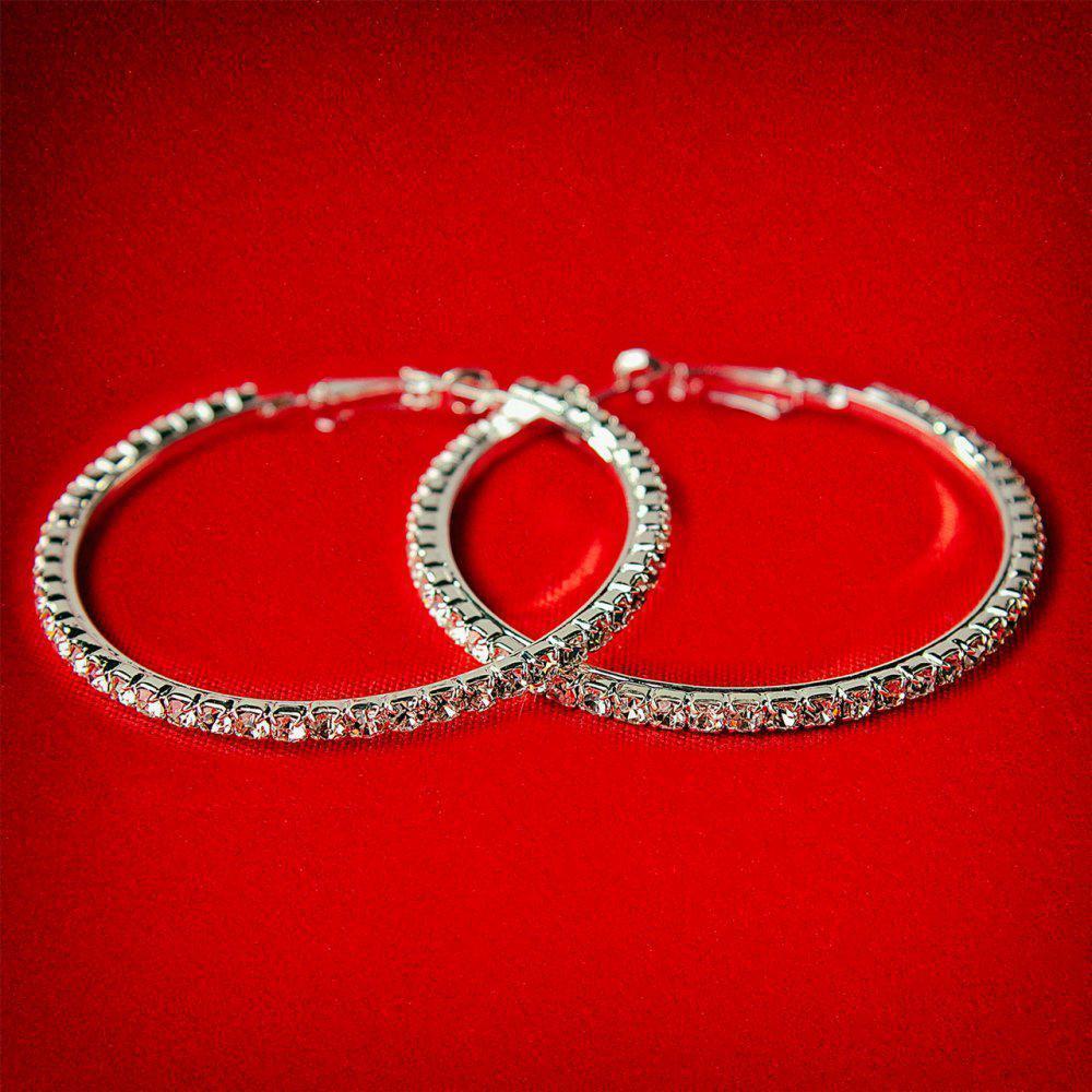 Серьги-кольца итальянский замок с белыми стразами среднего размера светлый металл d-55мм