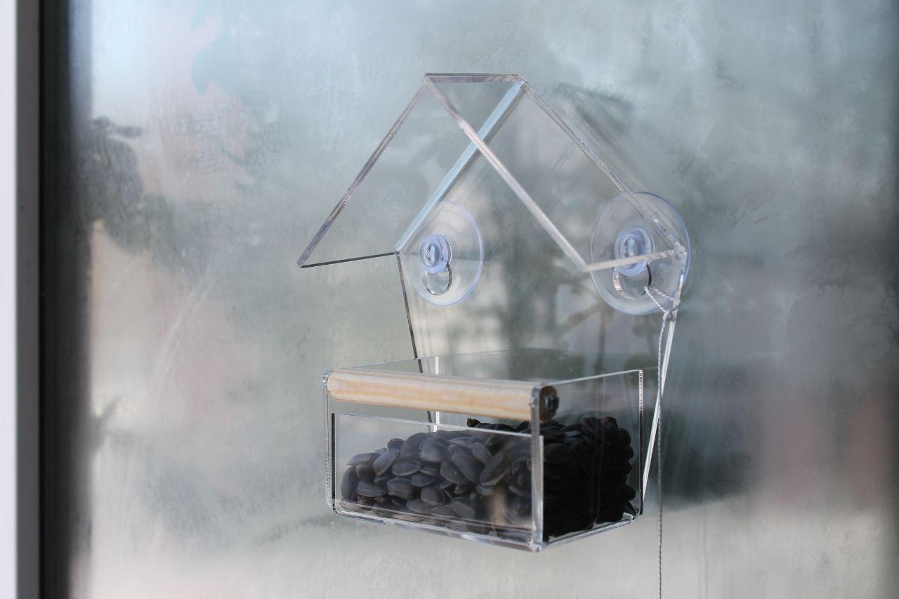 Кормушка для птиц на окно на присосках акриловая Теремок