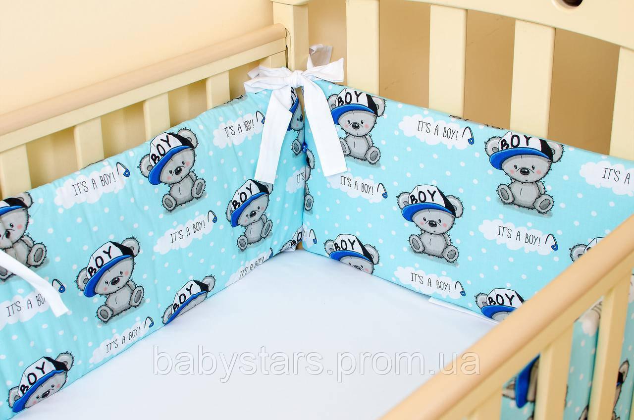 """Бортики в детскую кроватку для мальчика """"Медвежата в кепке"""" 360см х 27см цвет голубой"""