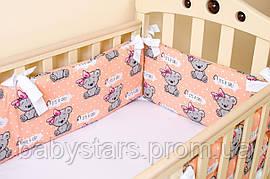 """Бортики в кроватку для новорожденных для девочки """"Медвежата с бантом"""" 360см х 27см цвет персиковый"""