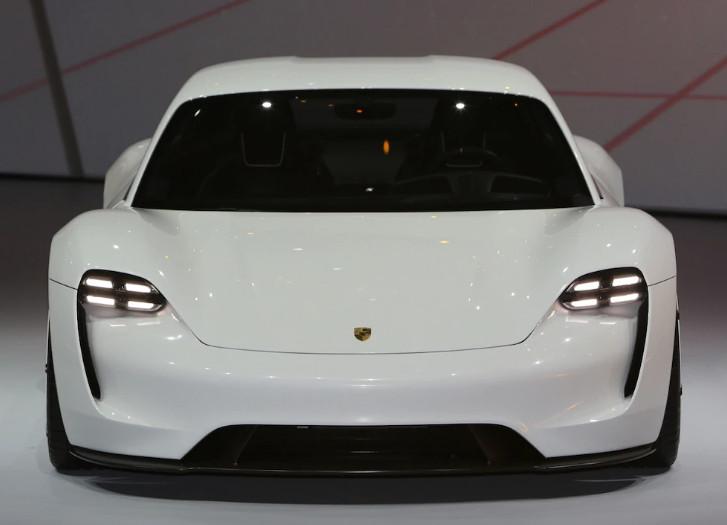 Porsche удваивает производство Taycan YV