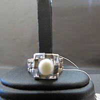Серебряное кольцо с жемчугом размер 18.5