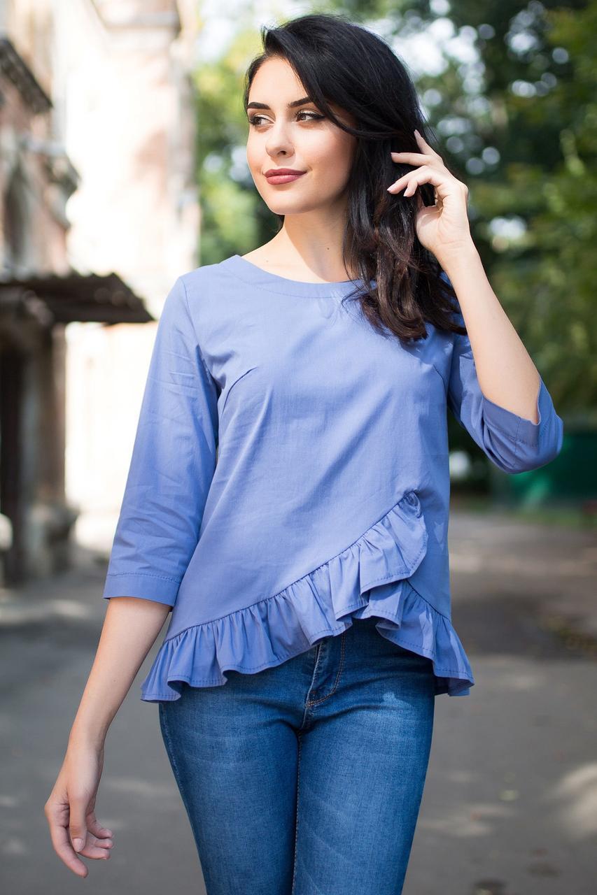 Синяя блуза ETHEL из хлопка с удлиненной спинкой, рюшами и коротким рукавом