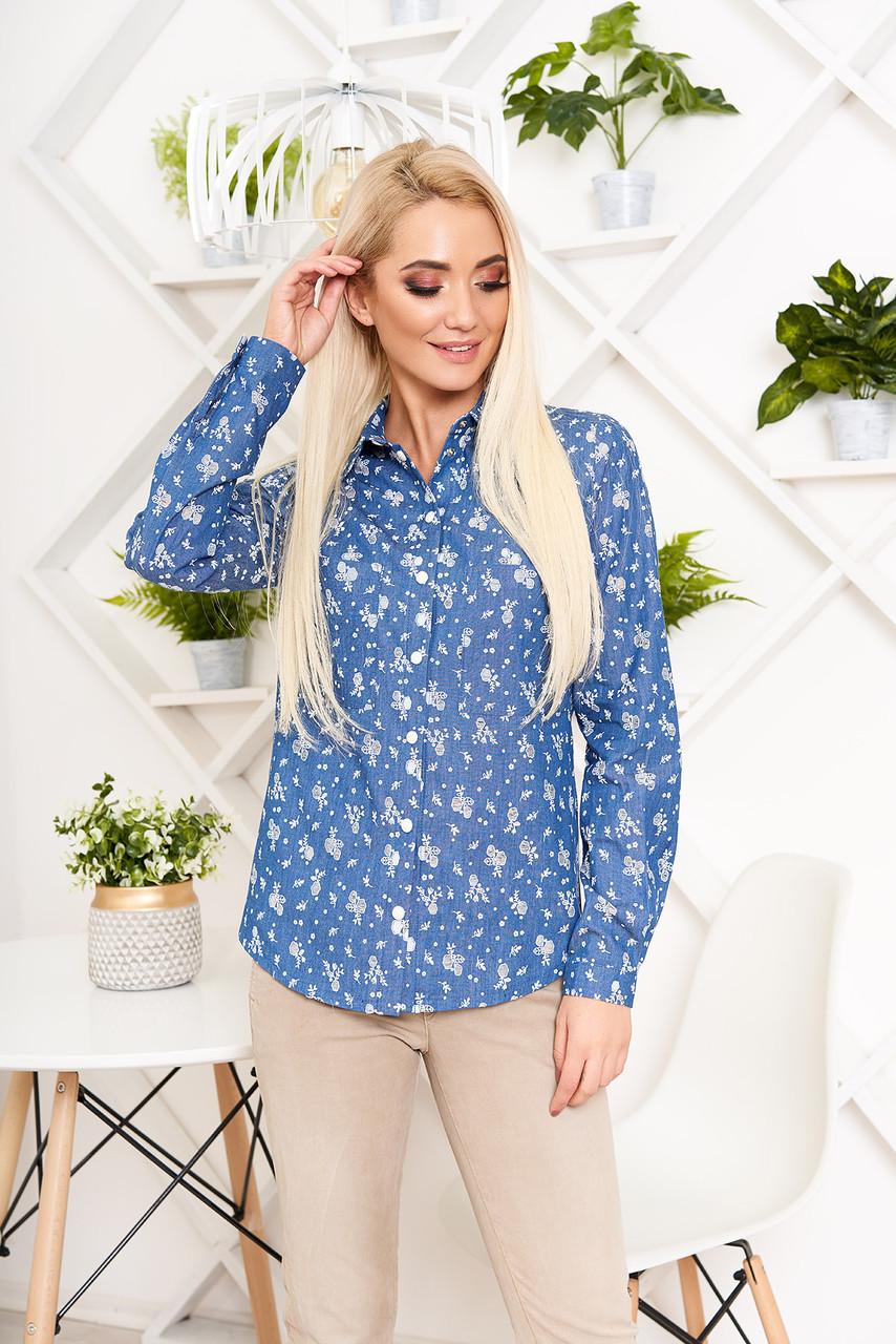 Красивая женская джинсовая рубашка с цветочным принтом