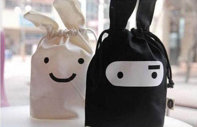Пошив сумок и портфелей оптом, производство и нанесение логотипов.