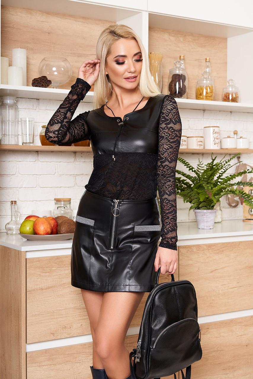 Нарядная гипюровая блузка с кожаной вставкой черная