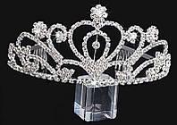 Красивая, элегантная, стильная, диадема со стразами, белого цвета, на торжество и бракосочетание.