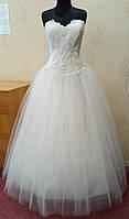64.4 Пышное белое свадебное платье с кружевом и вышивкой, размер 52